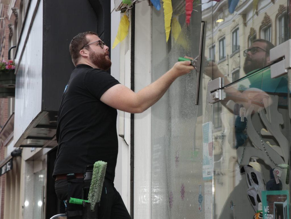 Traditionele glasbewassing cleanwash Groningen ramen wassen professional