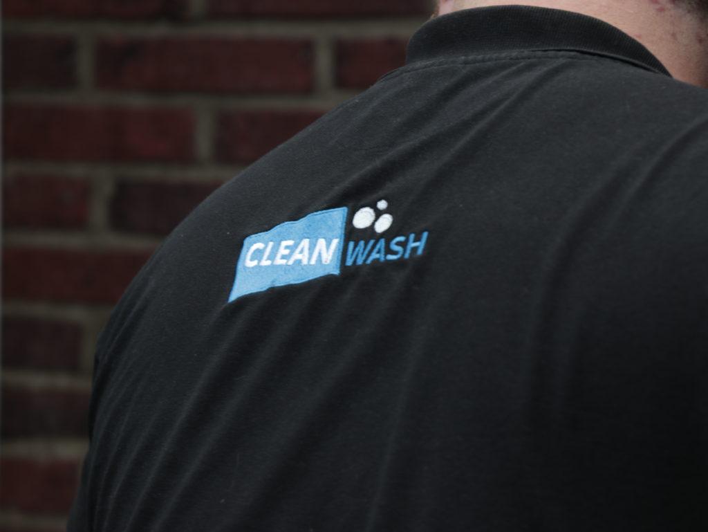 Cleanwash Groningen Logo Professionele bedrijfskleding Glazenwasser Schoonmaakbedrijf