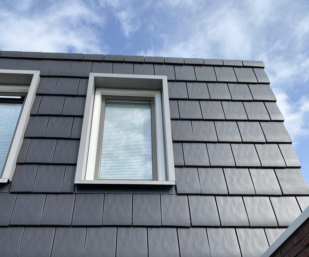 Schone ramen zonder strepen streeploos schoon glazenwasser ramen schoonmaken raam dak dakpannen cleanwash Groningen reiniging schoonmaakbedrijf