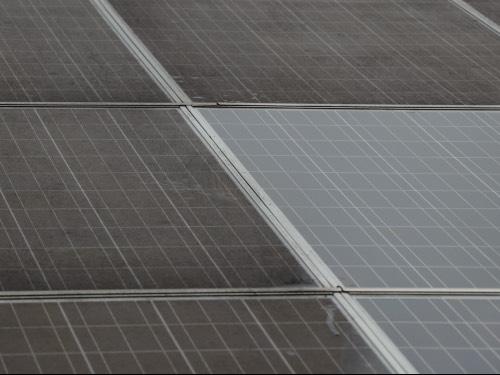 zonnepanelen voor en na schoonmaken cleanwash groningen 1